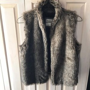 GORGEOUS ABERCROMBIE AND FITCH FAUX FUR VEST